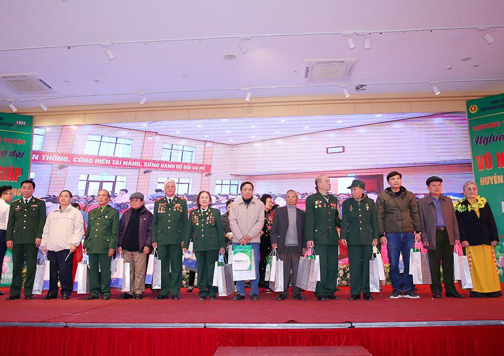 Các cựu chiến binh nhận những món quà ý nghĩa từ Chương trình