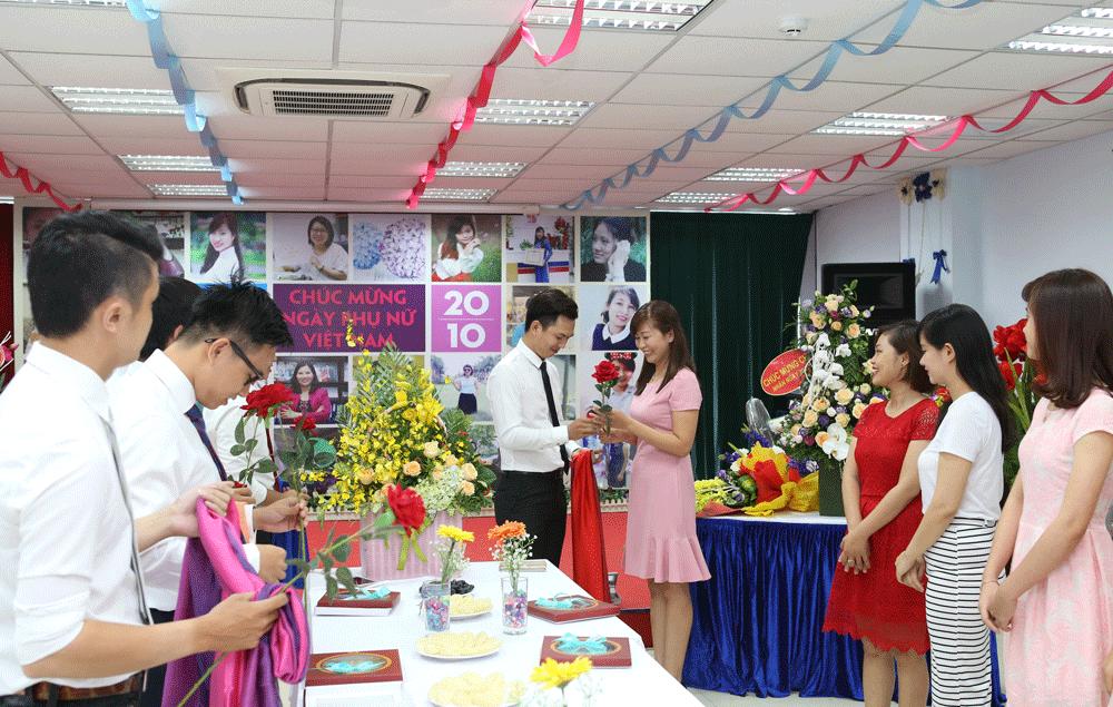 Tặng quà phụ nữ Việt Nam