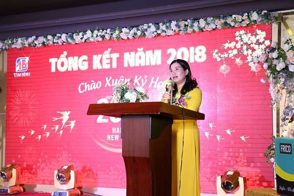 Dược sĩ, Tổng giám đốc Lê Thị Bình phát biểu khai mạc chương trình