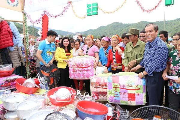 Gian hàng từ thiện Tâm Bình tại Hội chợ Nhân đạo
