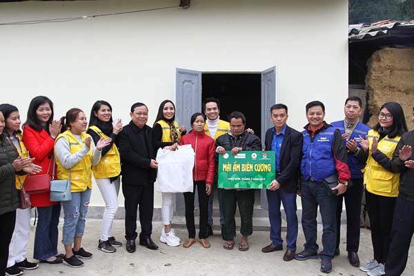 """Trao nhà """"Mái ấm biên cương"""" cho gia đình chính sách có hoàn cảnh đặc biệt khó khăn tại xã Mẫu Sơn, huyện Lộc Bình, tỉnh Lạng Sơn"""