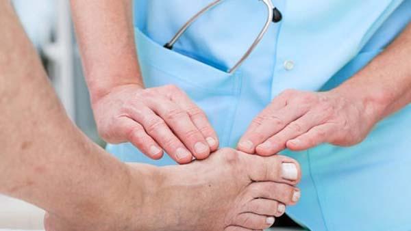 Đau khớp ngón chân