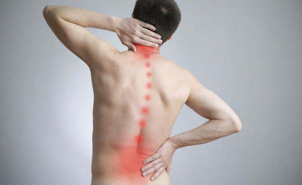 Đau, nhức mỏi vùng vai, gáy, thắt lưng là triệu chứng phổ biến của bệnh thoát vị đĩa đệm