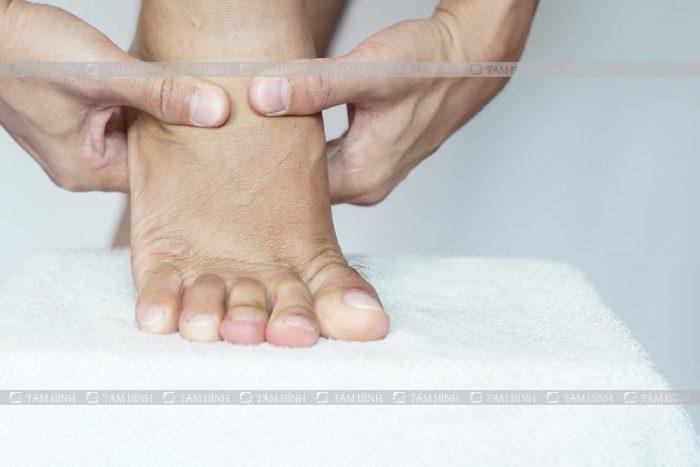 đau mu bàn chân là gì