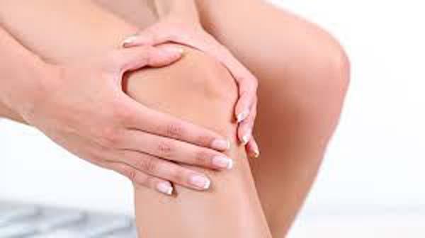 Đau đầu gối khi co chân gây khó khăn cho quá trình vận động