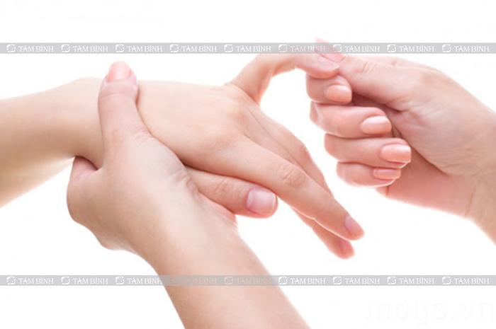 Masage chữa tê tay