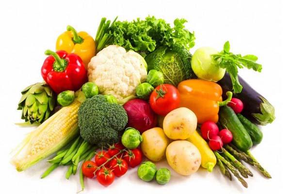 Người bệnh gút nên bổ sung nước và ăn nhiều rau xanh