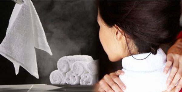 Cách chữa đau vai gáy của người nhật chỉ với một chiếc khăn