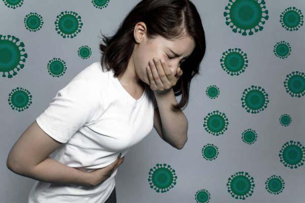 Người bị ngộ độc thực phẩm cũng có biểu hiện đau bụng quanh rốn