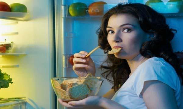 Nồng độ cortisol tăng cao khiến bạn luôn có cảm giác thèm ăn