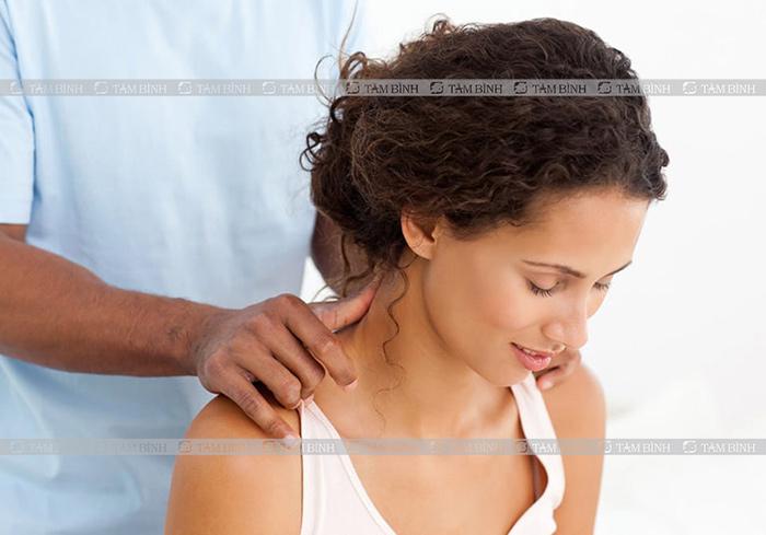 thư giãn cơ cổ chữa thoát vị đĩa đệm đốt sống cổ