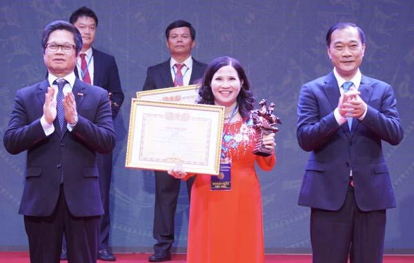 TGĐ Lê Thị Bình nhận danh hiệu Doanh nhân Việt Nam tiêu biểu - Cúp Thánh Gióng 2019