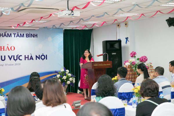 TGĐ Lê Thị Bình phát biểu tại hội thảo và gửi lời cám ơn tới các nhà thuốc