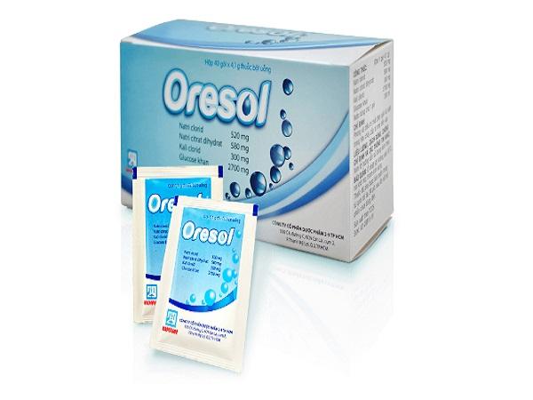 Uống ngay Oresol để bổ sung nước và chất điện giải