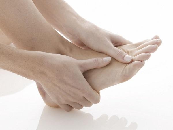 Bị đau và viêm (sưng) ở xương bàn chân