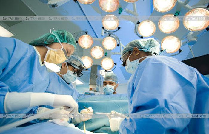 Phẫu thuật được áp dụng với các trường hợp bệnh nặng, không thể dùng thuốc