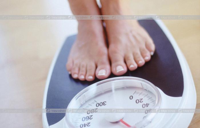 Duy trì cân nặng vừa phải là một cách bảo vệ khớp gối