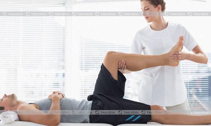 Thực hiện vật lý trị liệu để cải thiện sức mạnh, sự linh động của các cơ