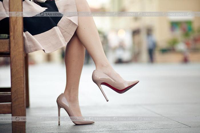 thường xuyên đi giày cao gót