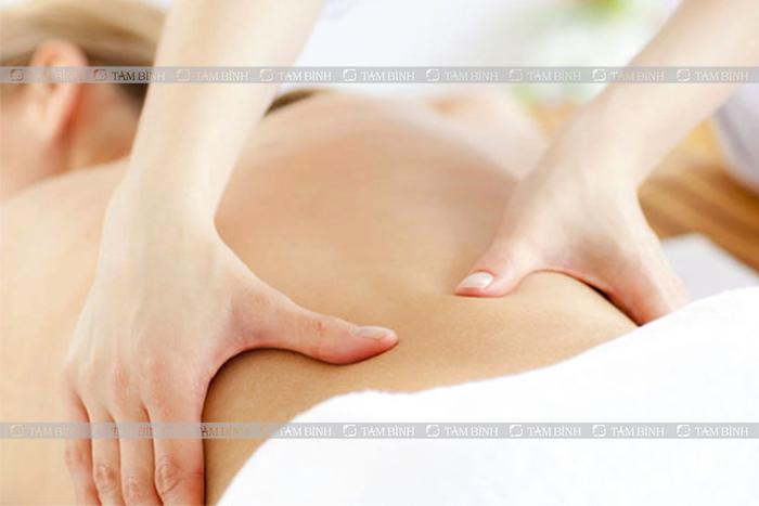 Xoa bóp trị đau lưng