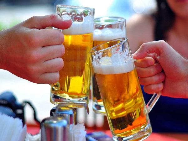 Uống rượu bia là nguyên nhân dẫn tới sôi bụng