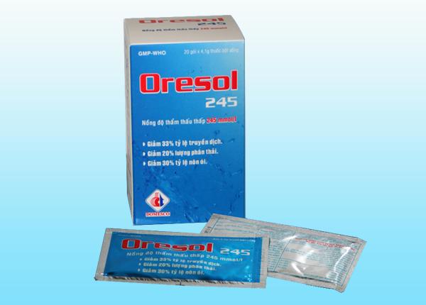 Uống Oresol bổ sung nước và chất điện giải