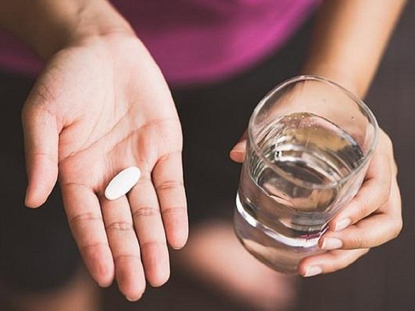 Uống thuốc với nước sôi để nguội