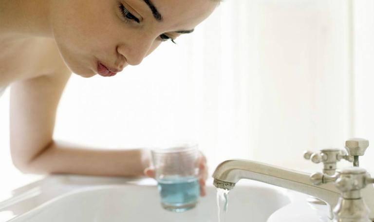 Súc họng vệ sinh sát khuẩn