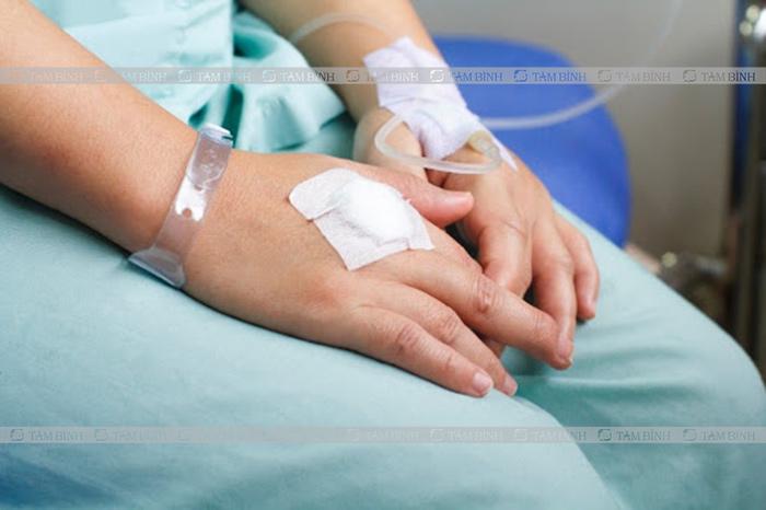 Truyền tĩnh mạch chữa sốt tiêu chảy