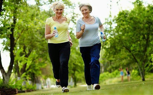Người bị cứng khớp vào buổi sáng nên tập thể dục thể thao thường xuyên