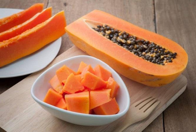 Người bị tràn dịch khớp gối nên ăn đu đủ bổ sung vitamin A