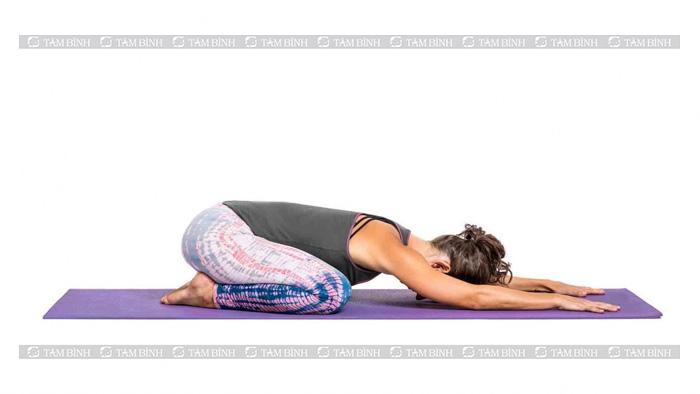 Tư thế em bé - yoga cho người thoái hóa đốt sống cổ