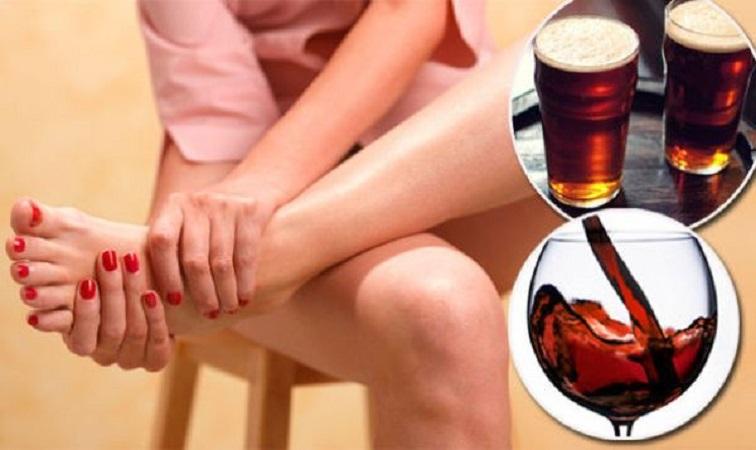Người bị bệnh xương khớp không nên uống quá nhiều bia rượu