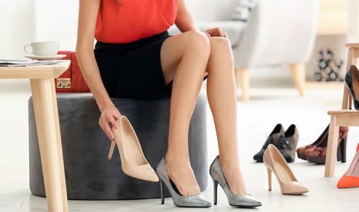 Giày cao gót có tác động rất lớn đến khớp gối