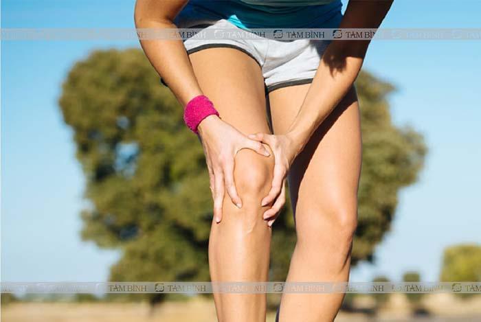 Người bệnh có thể bị đau ở đầu gối khi luyện tập thể thao với cường độ cao