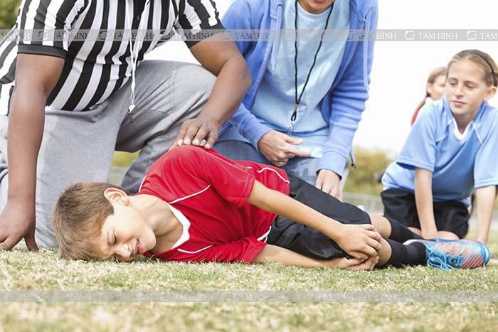Trẻ em có thể bị đau đầu gối khi vận động với cường độ cao
