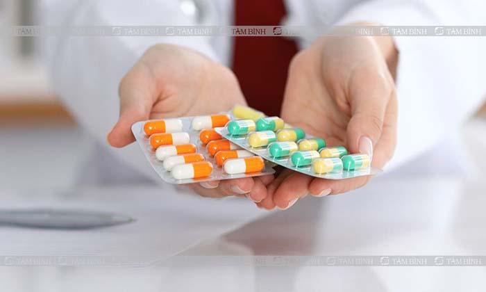 Người bệnh có thể sử dụng thuốc kháng sinh để điều trị đau nhức theo đơn bác sĩ