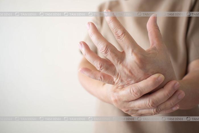 Cứng khớp ngón tay là gì