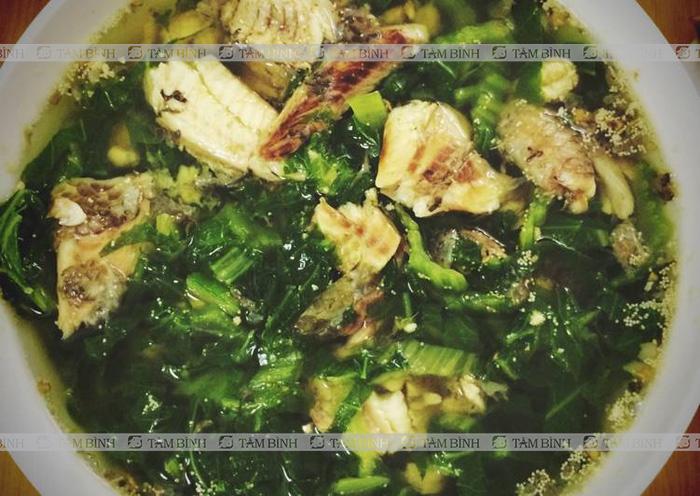 Canh cá rô đồng, rau cải xanh