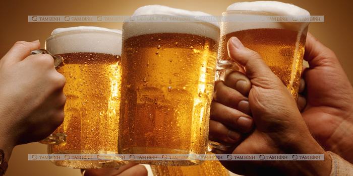 Không uống bia khi ăn hải sản