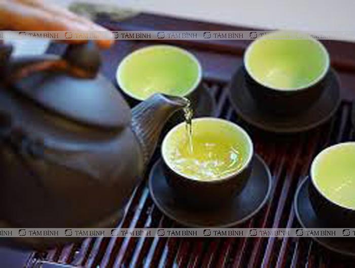 Người bệnh gout ăn hải sản không nên uống trà