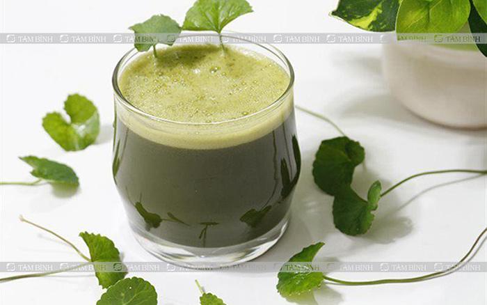 Ợ chua nên uống nước ép rau má