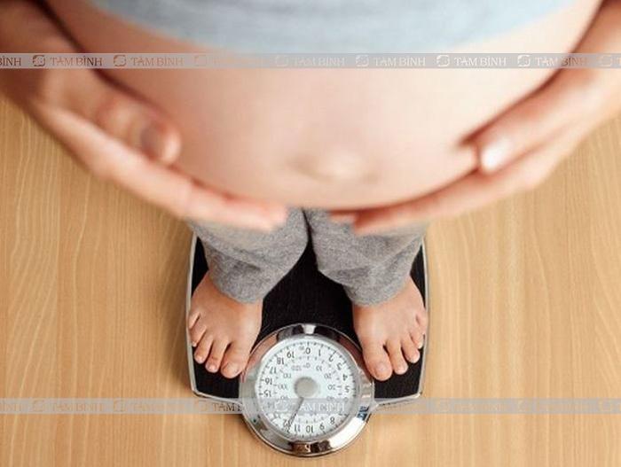 Sự phát triển của thai nhi gây táo bón ở bà bầu