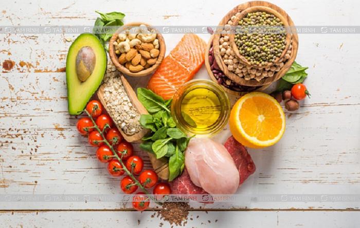 vai trò của chế độ ăn uống khi đi cầu ra máu