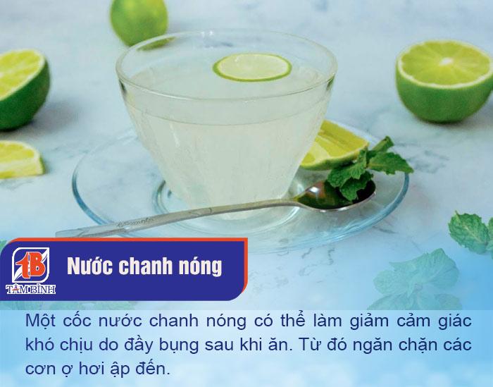 Một cốc nước chanh nóng sẽ giúp tiêu hoá thức ăn dễ dàng hơn