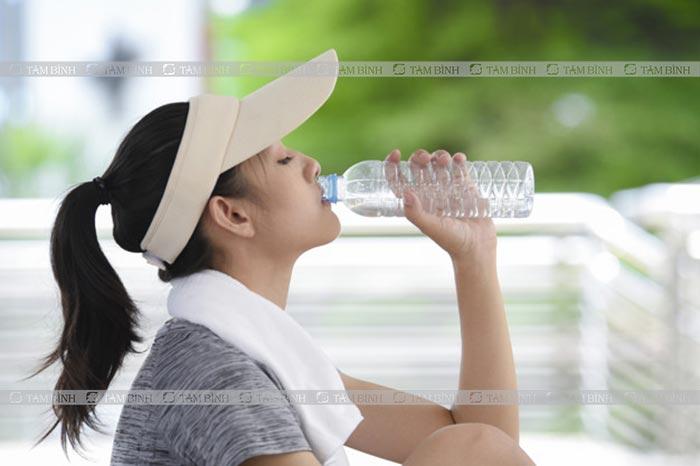 nên thường xuyên uống nước