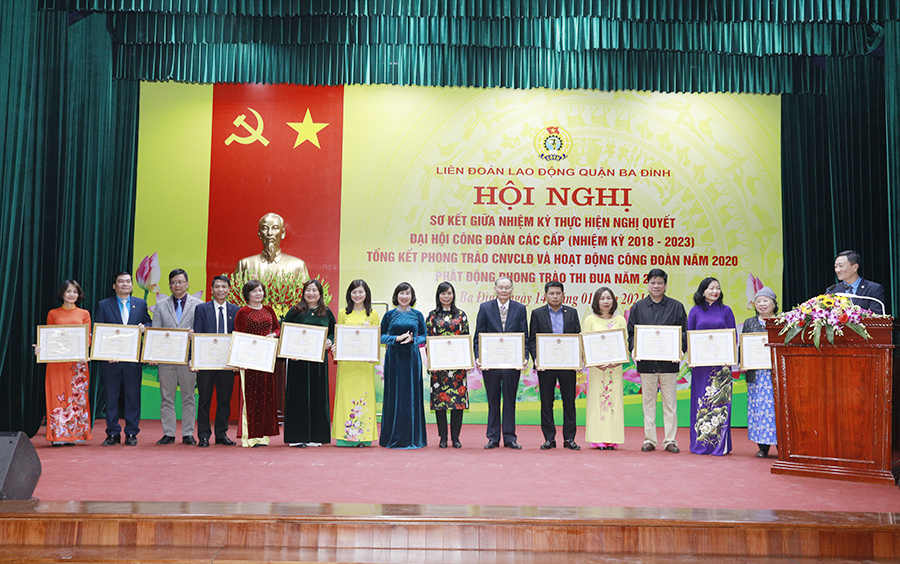 Chị Hoàng Phương Chủ tịch Công đoàn Dược phẩm Tâm Bình