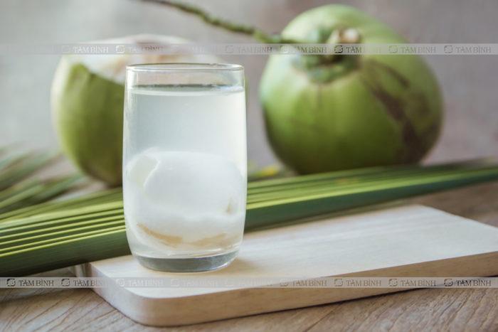 Lợi ích của nước dừa đối với sức khỏe người tiêu chảy