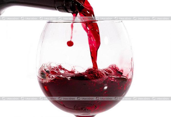 Rượu vang đỏ kích thích hưng phấn tình dục