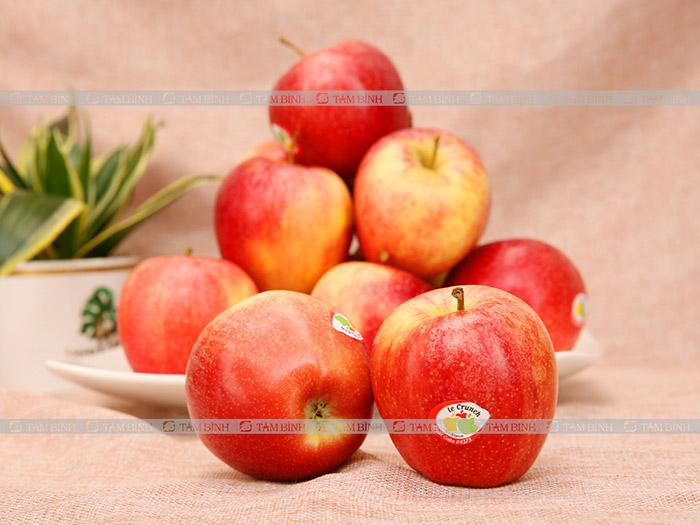 trẻ bị táo bón nên ăn táo